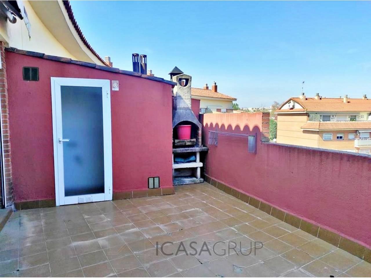 Triplex muy espacioso y soleado con dos terrazas en Ca n´Alzamora-Rubí