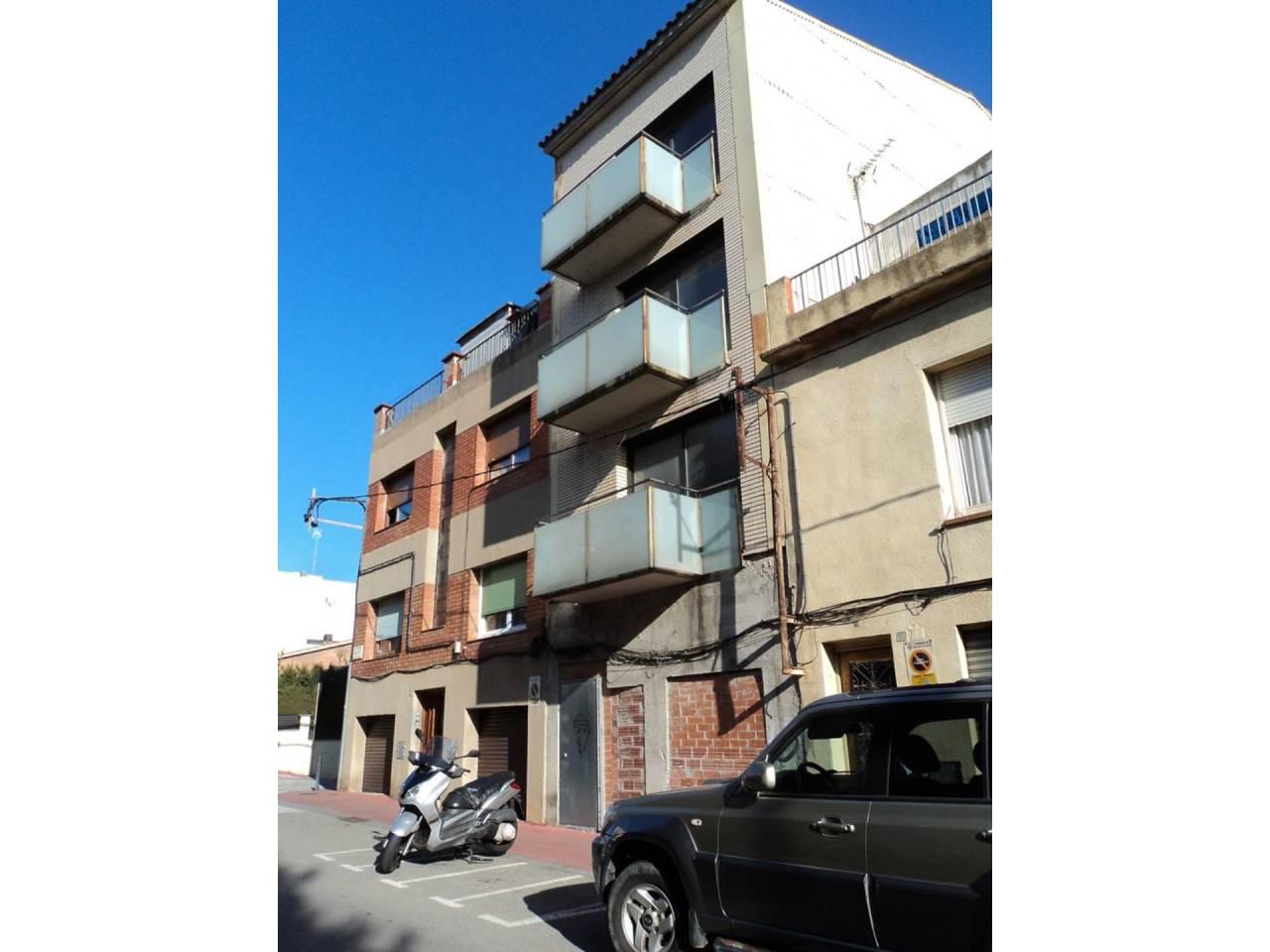 Edificio plurifamiliar de 4 pisos en el centro de Sant Quirze del Vallès