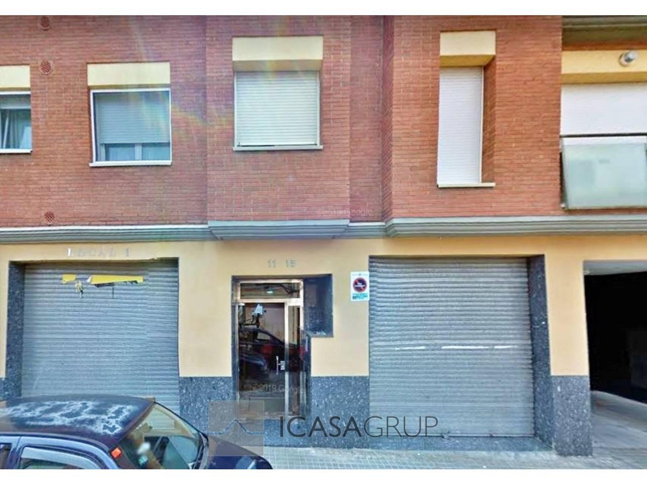 Local con acceso peatonal y escparate en Can Puiggener – Sabadell