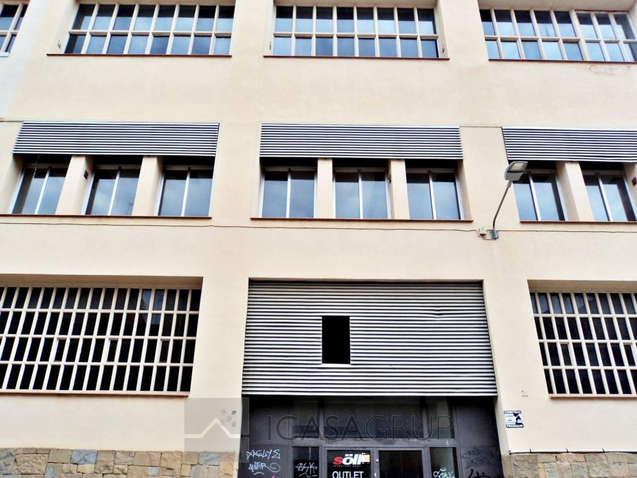 Nave de tres pantas para oficinas  en La Creu Alta – Sabadell